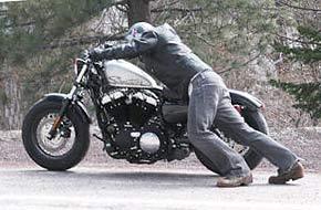 Mantenere carica la batteria della moto